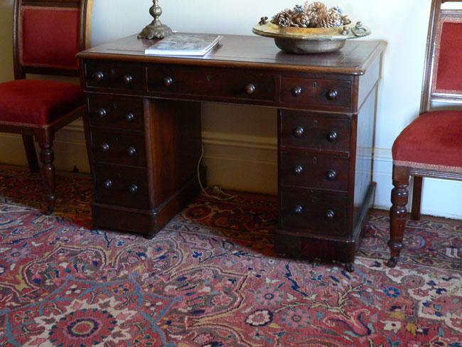 Alfa img - Showing > Keyhole Desk